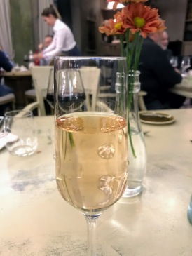 Sparkling rhubarb wine